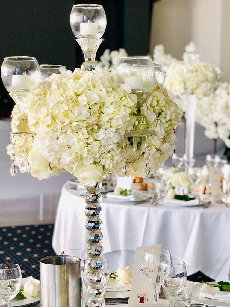 Des objets de décoration et des fleurs à votre image